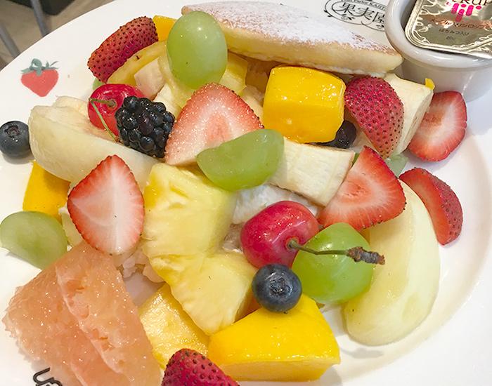 フルーツパンケーキ